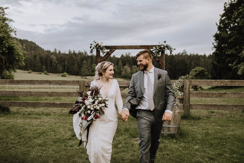 Myrtle-and-Moss-Photography-Birds-Eye-Cove-Farm-Wedding-1O9A8600