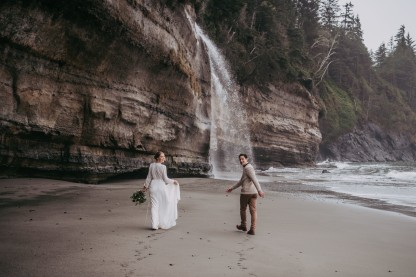 Avery_Hahn_TulleampTweedPhotography_MiraandPearceMysticBeachElopement122_big