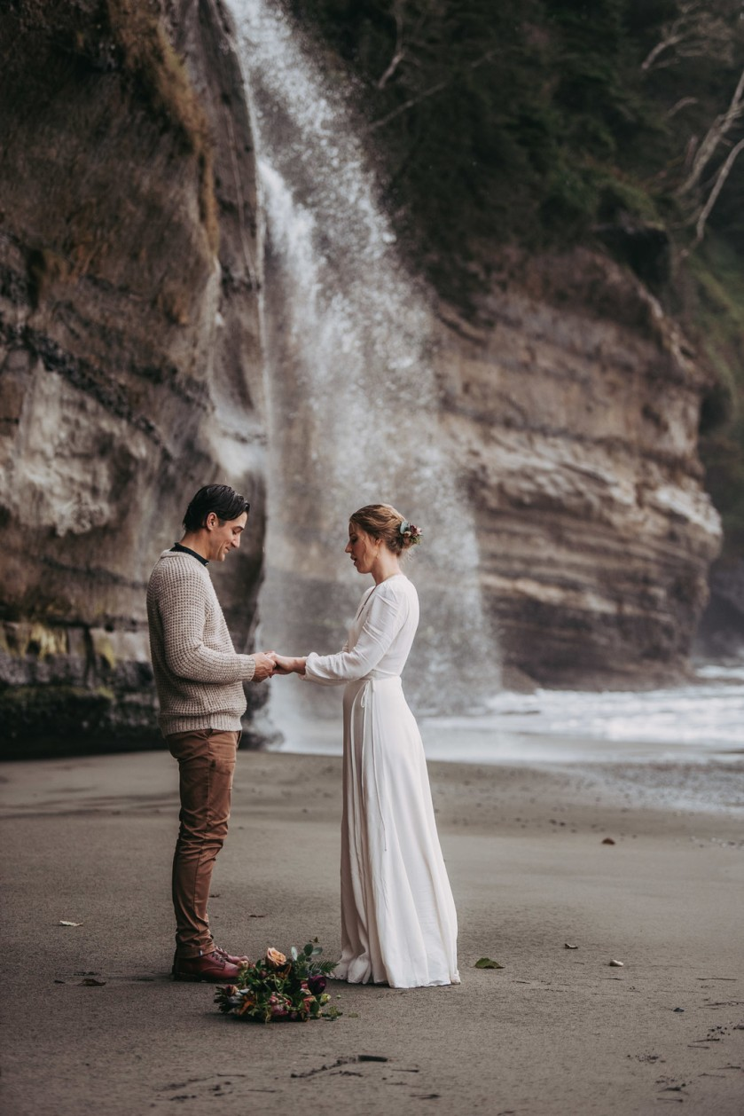 Avery_Hahn_TulleampTweedPhotography_MiraandPearceMysticBeachElopement123_big