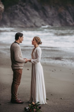 Avery_Hahn_TulleampTweedPhotography_MiraandPearceMysticBeachElopement128_big