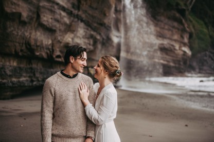 Avery_Hahn_TulleampTweedPhotography_MiraandPearceMysticBeachElopement172_big