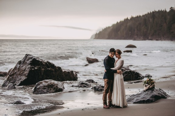 Avery_Hahn_TulleampTweedPhotography_MiraandPearceMysticBeachElopement205_big
