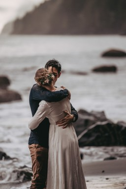 Avery_Hahn_TulleampTweedPhotography_MiraandPearceMysticBeachElopement207_big